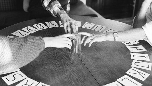 Ecos del Pasado: Los casos más enigmáticos de la Ouija