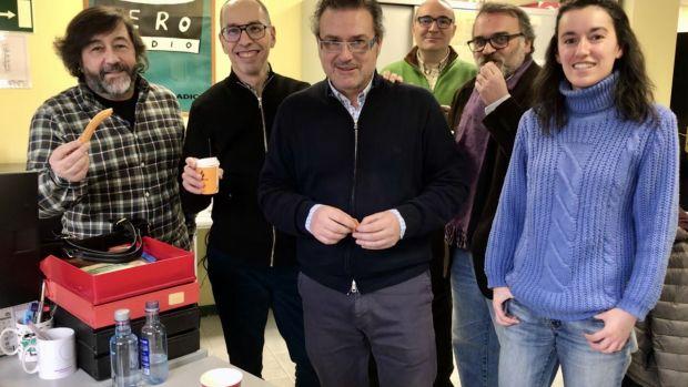El personal de Onda Cero Ourense, celebra los 30 años de Antana 3