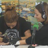 Alicia Heras se hace un tatuaje en directo
