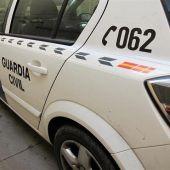 La Guardia Civil auxilio a una familia que quedó atrapada en un vehículo