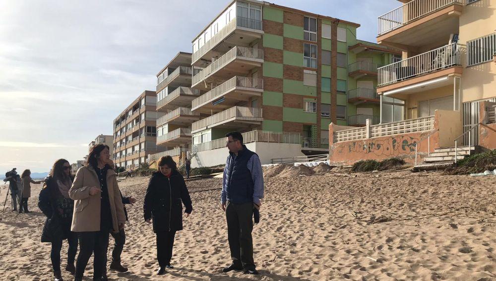 La presidenta de los populares valencianos ha recorrido el litoral de Tavernes.