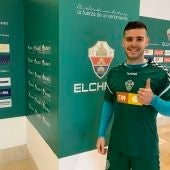 Víctor Rodríguez, en el primer entrenamiento tras su regreso al Elche CF.