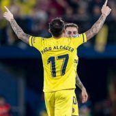 Alcácer celebra su primer gol de  amarillo.