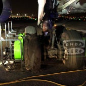 Los daños del tren trasero del avión de Air Canadá que ha aterrizado de emergencia