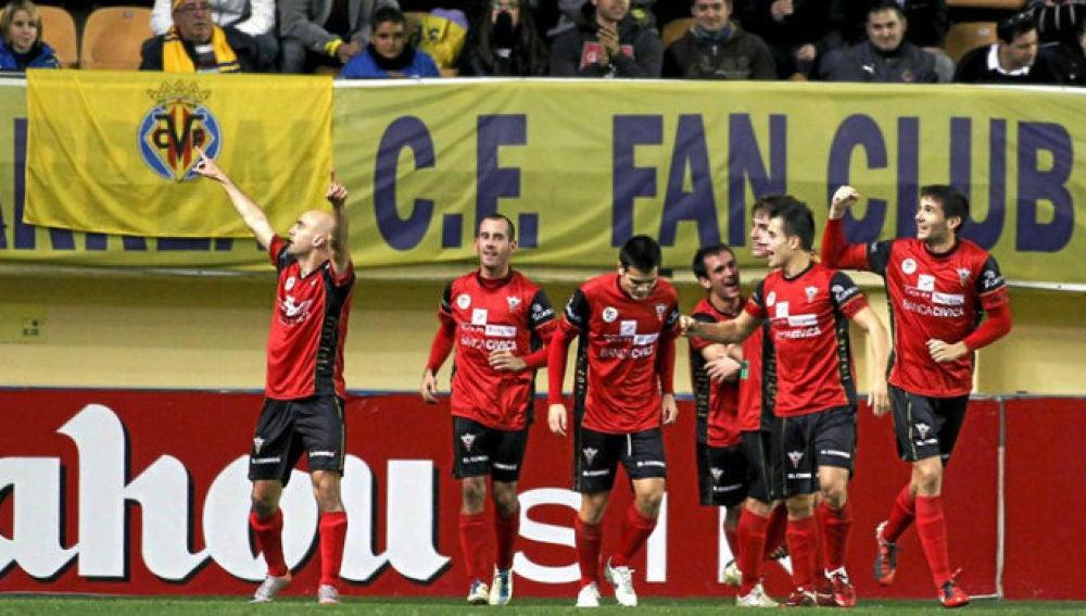 Pablo Infante celebra sus goles en Villarreal.
