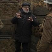 El director Sam Mendes, en pleno set de rodaje de la cinta bélica '1917', una de las favoritas para los Oscar 2020