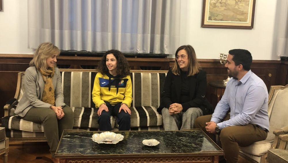 La presidenta de la Diputación de Palencia felicita por sus recientes éxitos a la bicampeona nacional de judo Adriana Cabezudo Nieto
