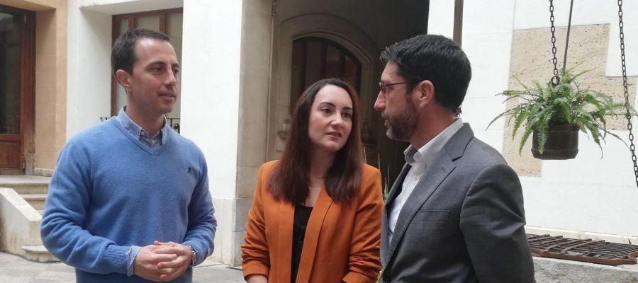 Llorenç Galmés, Beatriz Camiña y Toni Amengual, representantes de PP, Cs y PI en el Consell de Mallorca.
