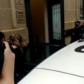 Llegada a los juzgados de Palencia de la mujer acusada de arrojar a su bebe al río Carrión en Husillos