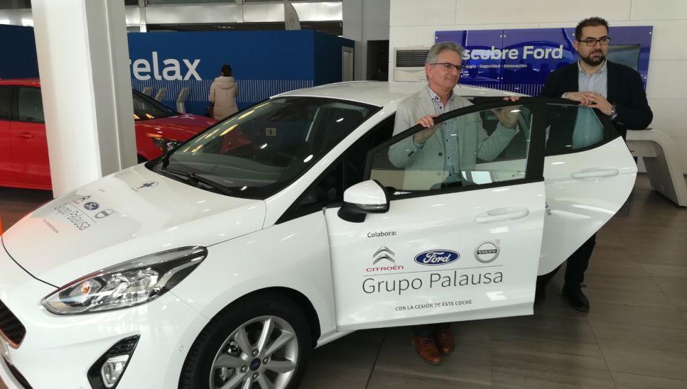 Palausa cede un coche a la Asociación de Donantes de Sangre de Palencia