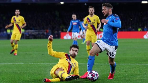 Piqué apunta al Clásico pese a salir lesionado ante el Nápoles