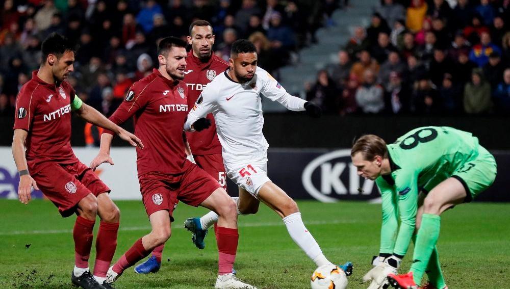 Youssef En-Nesyri , delantero del Sevilla, durante el partido de ida de los dieciseisavos de final de la Liga Europa frente al Cluj, el pasado 20 de febrero en Cluj Napoca, en Rumanía