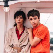 Maribel Verdú y Germán Alcarazu, en una imagen promocional de la película 'El doble más quince'
