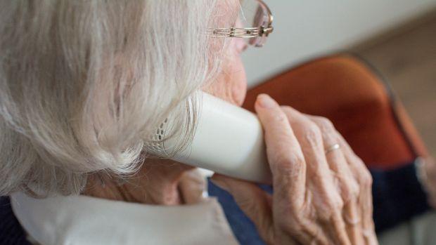 """La alegría de Felisa, una anciana  de 98 años en el confinamiento: """"Por la tarde salgo al balcón a bailar 'Resisitiré'"""""""