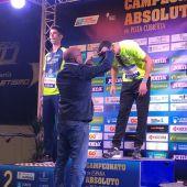 Manuel Baltar, entregando medallas