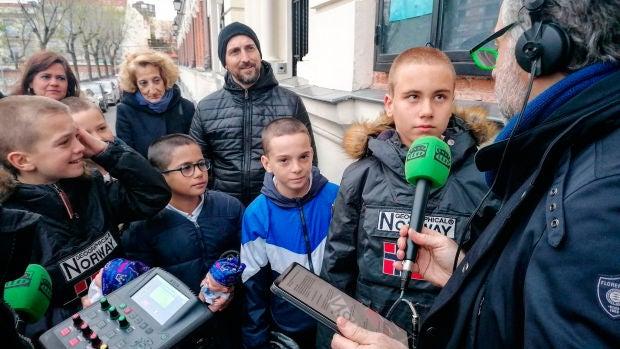 La generosidad de un grupo de niños que se rapó el pelo en solidaridad con su compañero enfermo