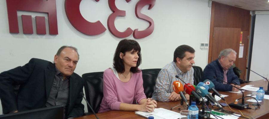 Teresa Fuentes, Santiago Navarro de CCOO y Antonio Jiménez y José Hernández de UGT