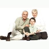 abuelos con niño
