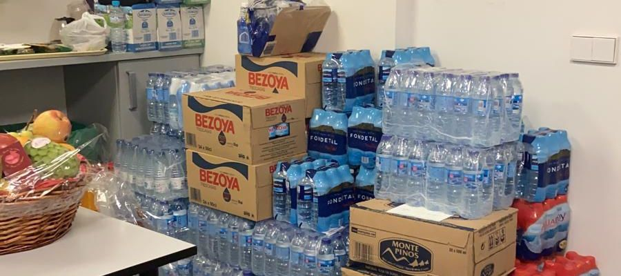 Botellas de agua compradas en el Hospital Infanta Leonor de Vallecas, para sus pacientes