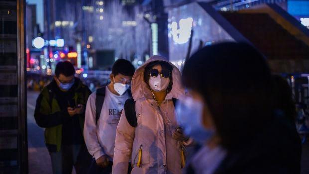 """Lucas de la Cal, periodista en Wuhan: """"Los ciudadanos chinos cogen con pinzas los datos de su gobierno"""""""