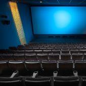 Imagen de archivo de una sala de cine de Barcelona sin espectadores