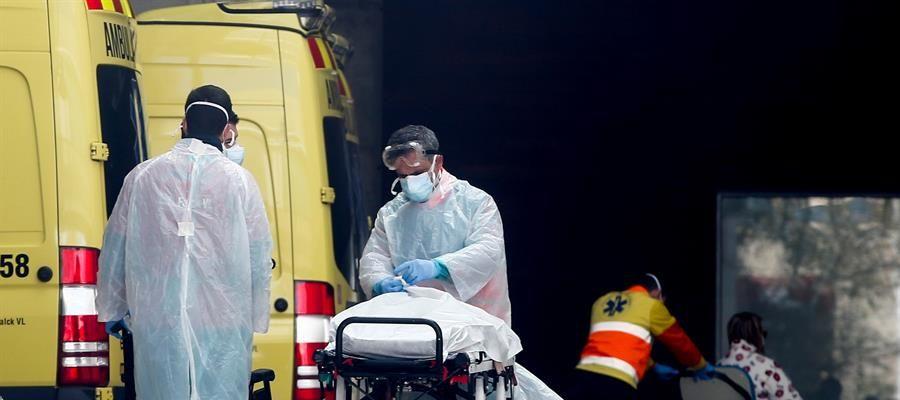 Personal médico en un hospital, en plena crisis del coronavirus