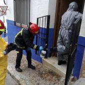 Los bomberos entraron en la vivienda de la mujer