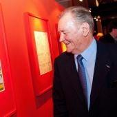 El dibujante francés Albert Uderzo visita una exposición de 'Asterix y los Celtas'