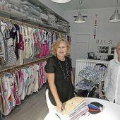Begoña regenta una tienda de textil infantil y se ha puesto manos a la obra para fabricar mascarillas durante la pandemia.