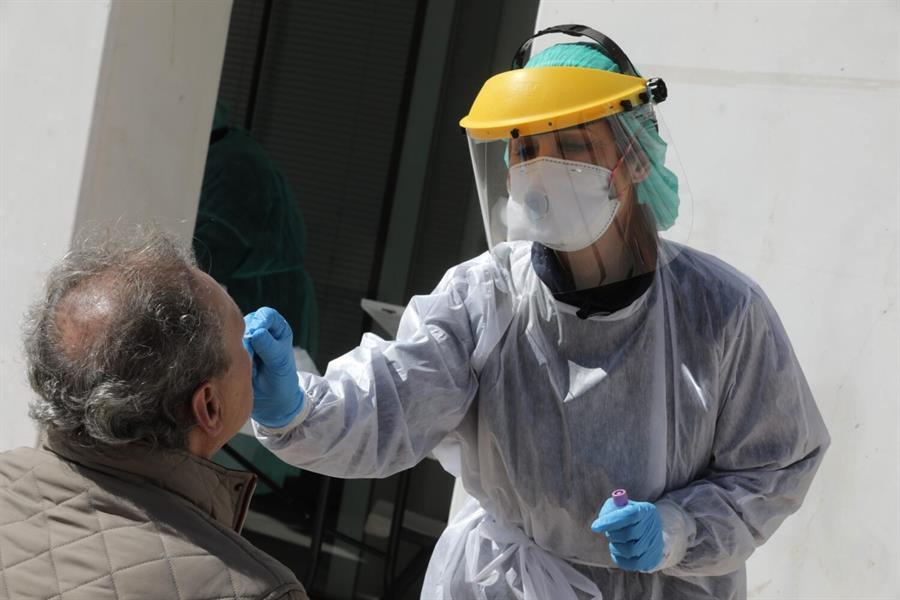 La España que madruga: Los periódicos hablan de los test rápidos defectuosos que España ha comprado a China