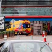 Dos vehículos del Samur llegan al hospital de emergencia habilitado en Ifema en Madrid