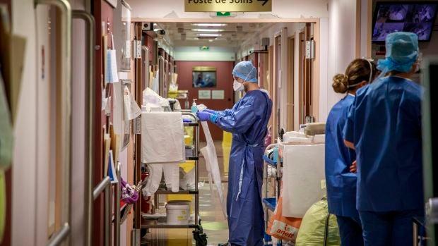 Los familiares de las víctimas por coronavirus piden justicia el día que España comienza el luto oficial