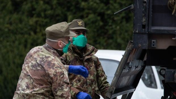 El Ejército ya puede trasladar cadáveres para paliar la saturación de los servicios funerarios