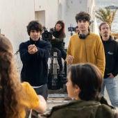 Javier Calvo y Javier Ambrossi, durante el rodaje de la serie 'Veneno'