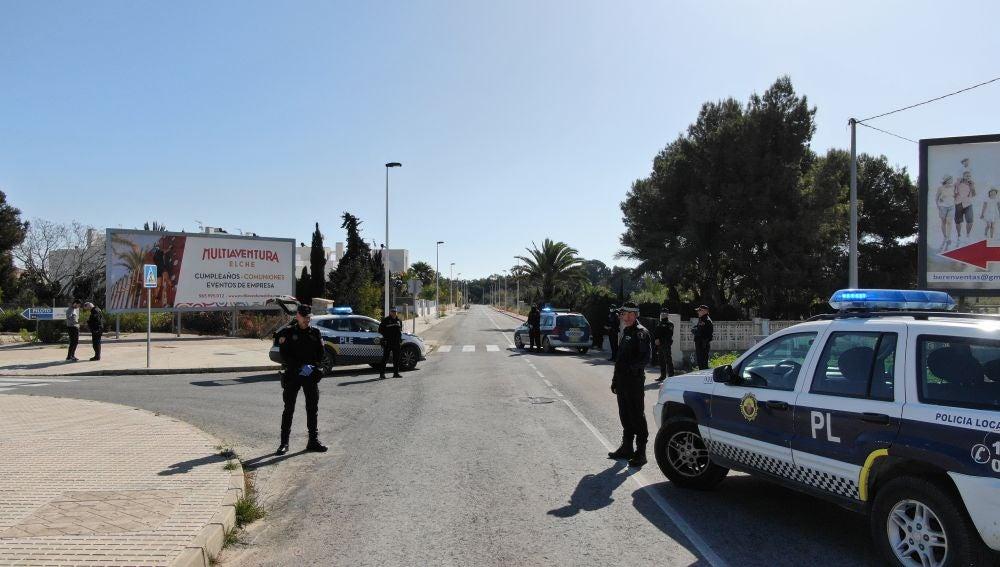 La Policía Local de Elche está vigilando el correcto funcionamiento del estado de alarma en el término municipal de la ciudad.