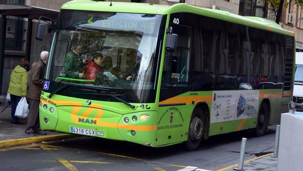 El Ayuntamiento ha adaptado el servicio del autobús urbano
