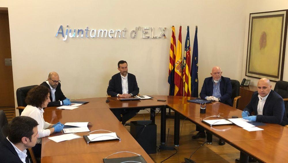 Firma del convenio entre el Ayuntamiento de Elche, CCOO, UGT y Cedelco.