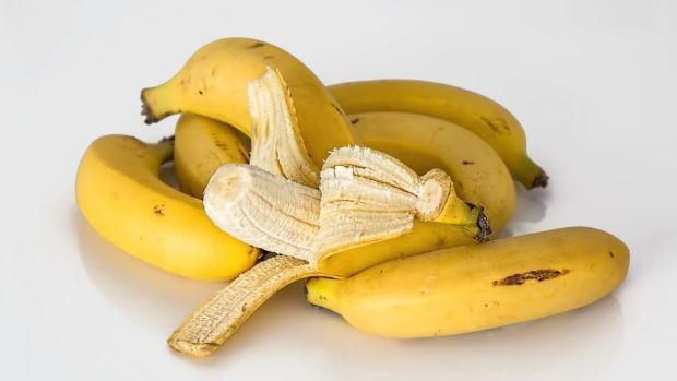 ¿Se le quitan las hebras al plátano o no?