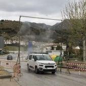 Arco desinfectante para los vehículos a la entrada del municipio.