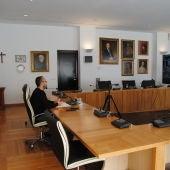 L´alcalde José Benlloch en la reunió telemàtica amb els directors dels centres educatius.