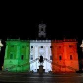 El Ayuntamiento de Roma, iluminado con la bandera italiana