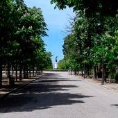 Vista del parque del Retiro de Madrid, cerrado a causa de las medidas del estado de alarma por el coronavirus.
