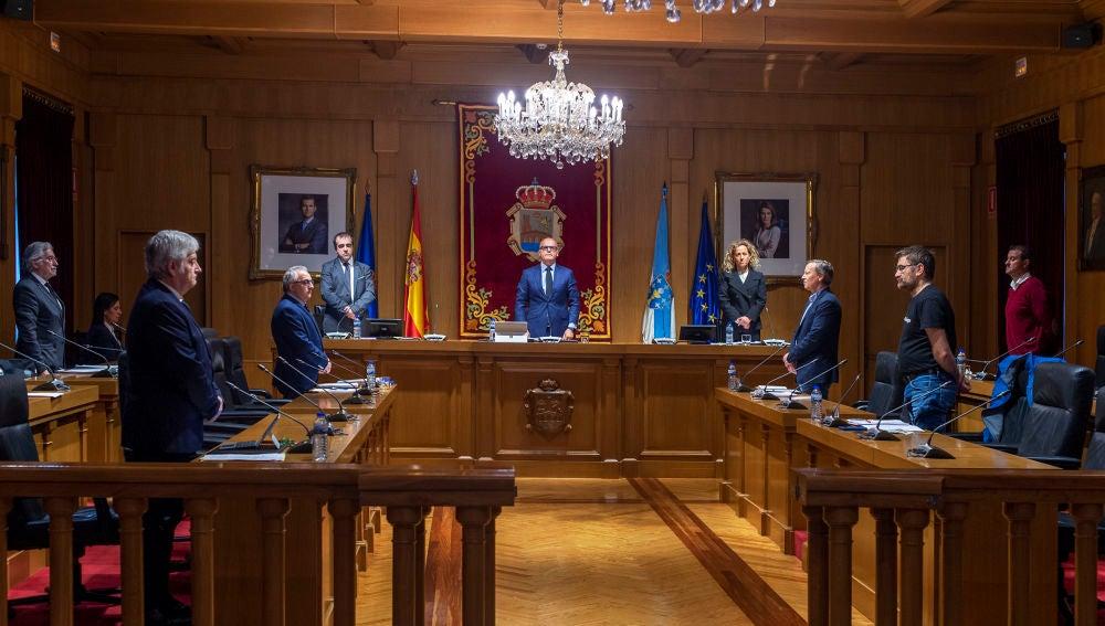 Minuto de silencio por las víctimas del Covid19, en el pleno de la Diputación de Ourense
