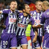 Los jugadores del Toulouse celebran un gol.
