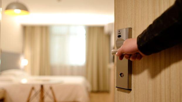 Joaquín, el hotelero de Barcelona que se confinó en su hotel junto a su familia para poder atender a un huésped