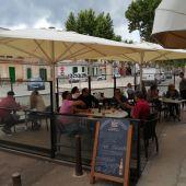 La terraza de un bar del centro de Felanitx, en Mallorca.