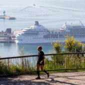 Crucero en cuarentena en el puerto de Barcelona