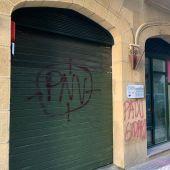 Pintadas en la sede del PNV en la Parte Vieja de San Sebastián