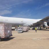 El avión procedente de China traía material sanitario