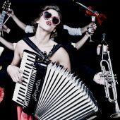 La actriz y cantante Natalia Tena, en una imagen promocional de su grupo Molotov Jukebox